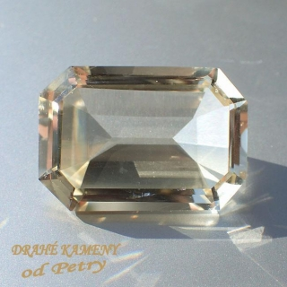 Citrín z Moravy 25x17mm  Váha: 32.38ct