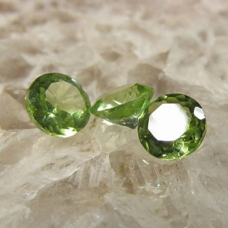 Peridoty z Pakistánu  4mm Váha: 0.83ct